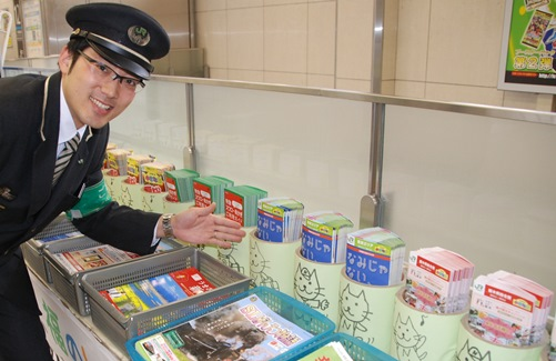 JR日暮里駅のゆるキャラ「にゃっぽり」=東京都荒川区西日暮里2丁目