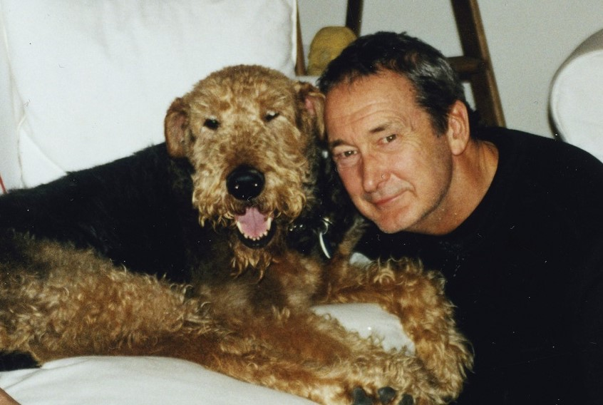ブルーバッファローを創業したビル・ビショップさんと愛犬ブルー