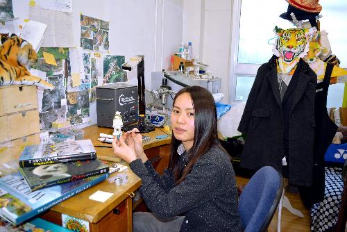 三浦笑里さん=東京都台東区のデザイナーズビレッジ