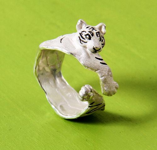 トラのリング=三浦さん提供