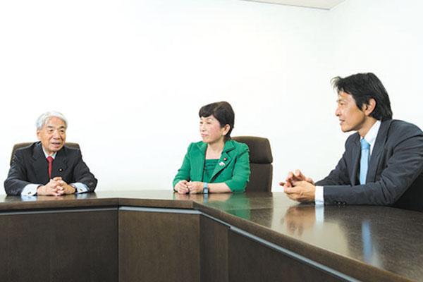 (左から)尾辻秀久・自民党参院議員、福島瑞穂・社民党参院議員、松野頼久・民進党衆院議員