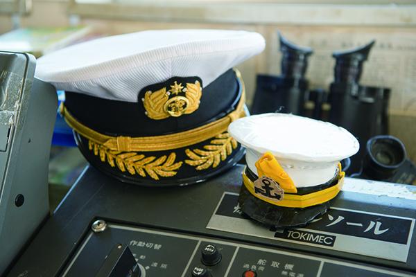 ヒト船長とおそろいの帽子も作ってもらった