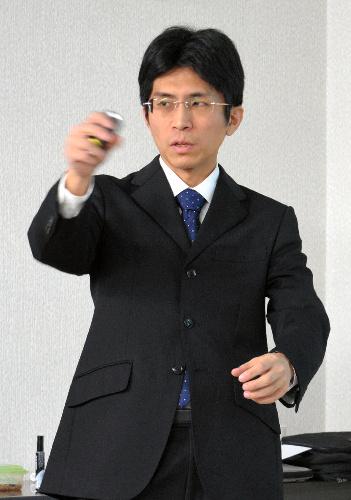 「ペットと防災」について講演する大山拓さん=広島県福山市